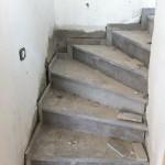 ריצוף מדרגות בתהליך בניה, מפקח בניה מקצועי